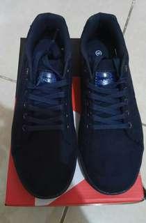 Sepatu Sneakers Cewek Navy Airwalk Size 9 (40)
