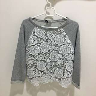 Cropped Vintage White and Gray Sweater