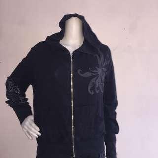 Black hooded sweatshirt with hood and design large