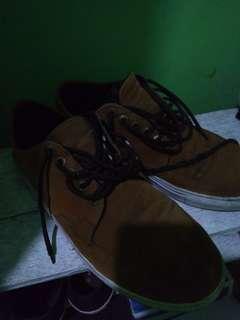 Sepatu Casual Coklat Muda