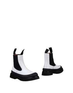 🚚 CÈLINE 17fw ankle boot 白色