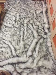 LUXE FUR CARPET