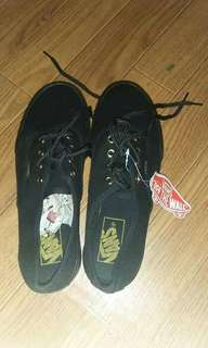 Vans shoes! All black. Hindi pa nagagamit. Pm na lang sa may gusto. Salamat!