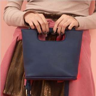 🚚 簡約復古手提斜背桶包(小)-深藍