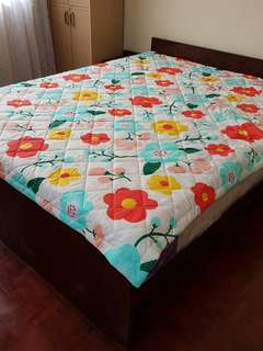 Vintage Queen Size Bedding With New Mattress