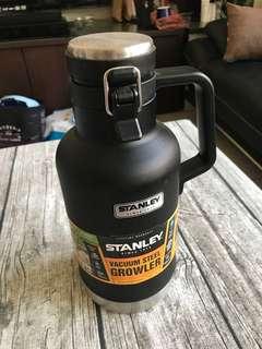 🚚 美國購回STANLEY 1.9L黑色 史丹利 不鏽鋼保溫水壺/經典真空保溫瓶 登山露營
