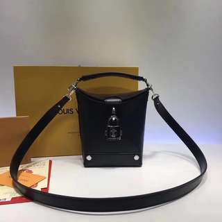 LV Louis Vuitton BENTO BOX 手袋 M56038 尺寸:15.0 x 16.0 x 7.0 cm (長 x 高 x 寬)