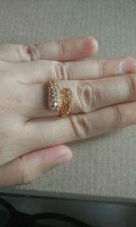Cincin imitasi emas