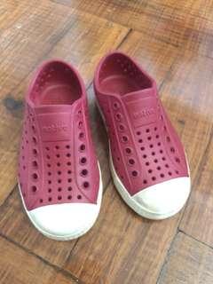 Native shoes (C-9)