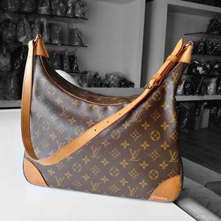 Authentic Louis Vuitton Monogram Boulogne 35 LV