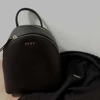 🚚 DKNY Mini Backpack 皮革 後背包 斜背包