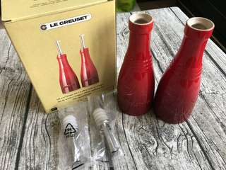 🚚 美國購回 法國 Le Creuset 油醋罐兩件組 紅色 油罐 醋罐