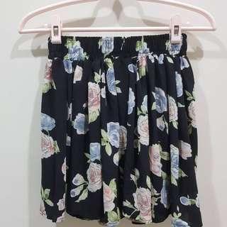 🚚 夏日小清心~可當高腰 全新 雪紡清涼黑花褲裙(F) S-L都可以穿 圖3透氣不透膚 #女裝半價拉