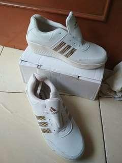Sepatu replika adidas digital putih