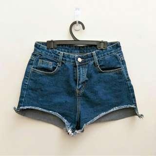 牛仔短褲(版型偏小)