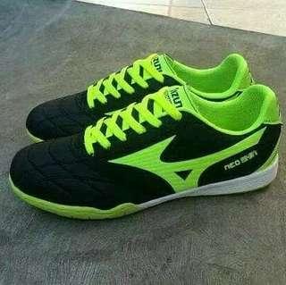 Sepatu Futsal Mizuno Hitam List Hijau Murah Eceran Dan Grosir