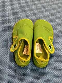 🚚 迪卡儂嬰幼兒透氣防滑海灘/潛水/浮潛水陸兩用鞋14.5~15.5cm