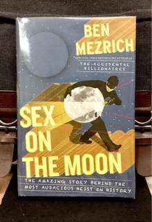 《New Book Condition + Hardcover Edition + The True Story About Moon Rock Heist Pulled Off By NASA Intern》Ben Mezrich - SEX ON THE MOON : The Amazing Story Behind the Most Audacious Heist in History