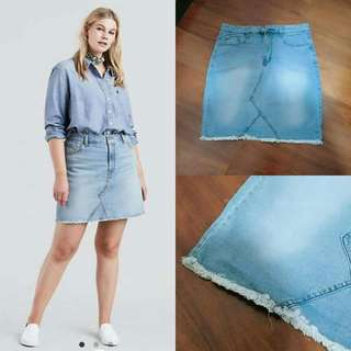 Plus size light wash denim skirt