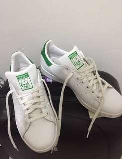 Adidas stan smith 7.5 original worn twice good as new! 👌