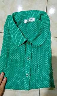green polka chiffon shirt.. bagus pake daleman tank top