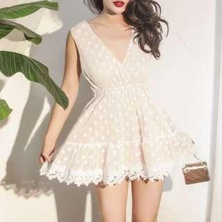 🚚 【週末女孩】日系甜美蕾絲波點無袖收腰洋裝 露背蕾絲洋裝 圓點日系深V爆乳洋裝甜美蕾絲洋裝 卡其色波點洋裝 OT049