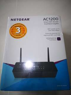 Netgear AC1200 wireless router R6220