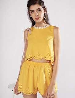 🚚 雪紡純色繡花黃色上衣+短褲套裝