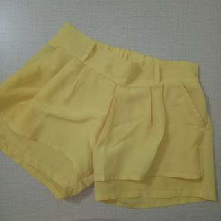 (TURUN HARGA) Yellow hotpants