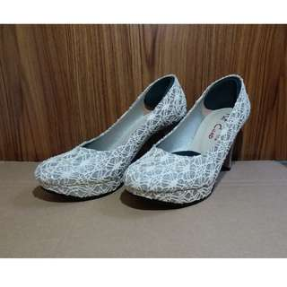 🚚 蕾絲圓頭淺口女鞋/高跟鞋/結婚鞋 (米蕾絲色22.5碼)