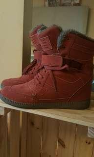 二手仿麂皮紅色內增高保暖鞋