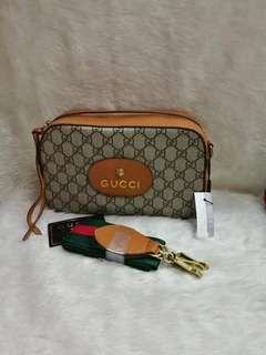 Gucci sling / body bag