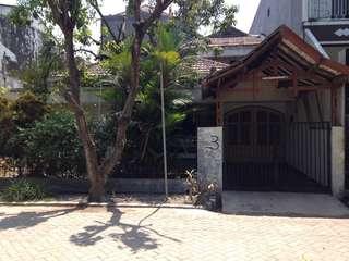 Rumah di Daerah Kutisari Depan Taman Dengan Luas Tanah 300m2