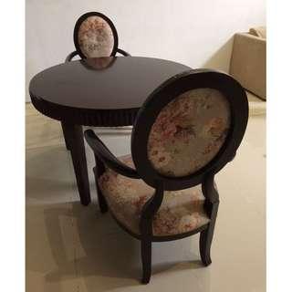 Preloved Meja Makan Bundar 1 set dengan 2 kursi