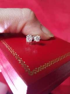 鑽石耳環61份一對  大約  F色 Vs2 乾淨 高色 實物更閃 更靚 $8800 保證真貨~如假包換~可以去驗證 如有興趣請pm我
