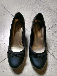 Sepatu payless
