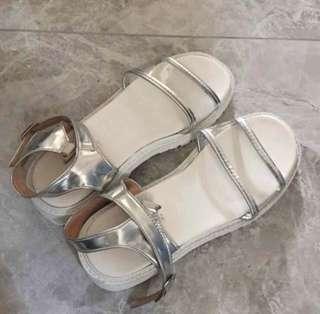 🚚 透明涼鞋