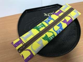 🚚 沛軒手作坊~(厚棉布)手作拉鍊式環保餐具袋或筷套,也可當筆袋,多用途收納袋(長型),(尺寸長26cm*寬7.5cm)不含餐具,拉鍊二種顔色(隨機出貨)