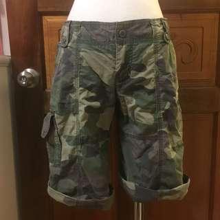 🚚 二手-購於美國🇺🇸9成新A&F Abercrombie & Fitch仿舊軍綠色迷彩口袋五分褲短褲工作褲💕女裝S號