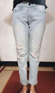 Boyfriend Ripped jeans light blue
