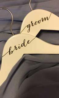 🚚 White Bride and Groom Hanger