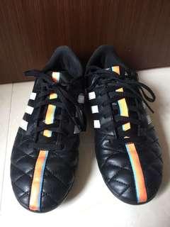 🚚 Adidas 兒童足球鞋(黑色)22.5
