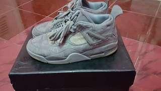 Nike Air Jordan 4 Retro KAWS Greywhite