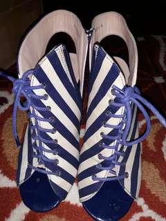 Sepatu open toe