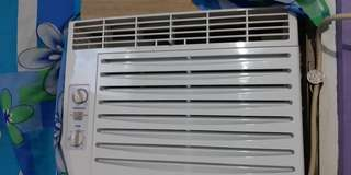 Selling our window type aircon. Good as new 😊 Walang issue. Last year April 16, 2017 po binili. Magpapalit lang po ng ibang unit 😊