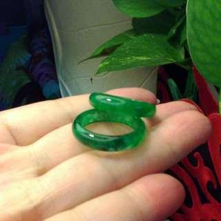 老滿綠玉戒指一對。分享。直徑約1.8公分。價隨意嘍!