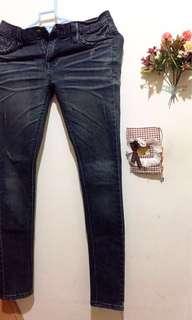 新增實穿照❤️闆娘私物-SINMAU藍綠色(煙灰色)微刷破設計感緊身牛仔褲