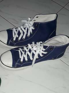 Selling my brand new OCEAN BAY shoes