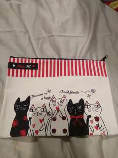 Pouch in cats print