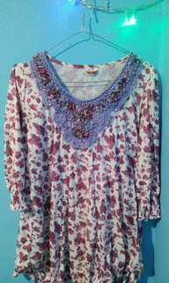 BISA BARTER Flower blouse ungu 1/4 lengan